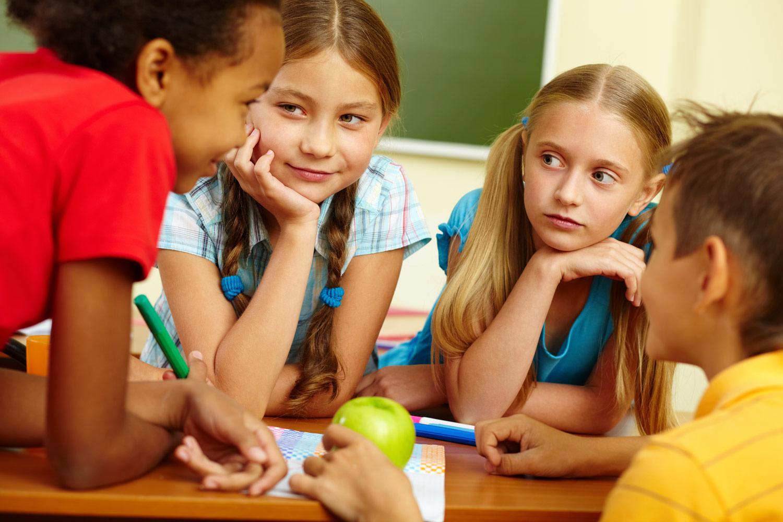 картинки разговаривающих учеников ягодами можно лакомиться