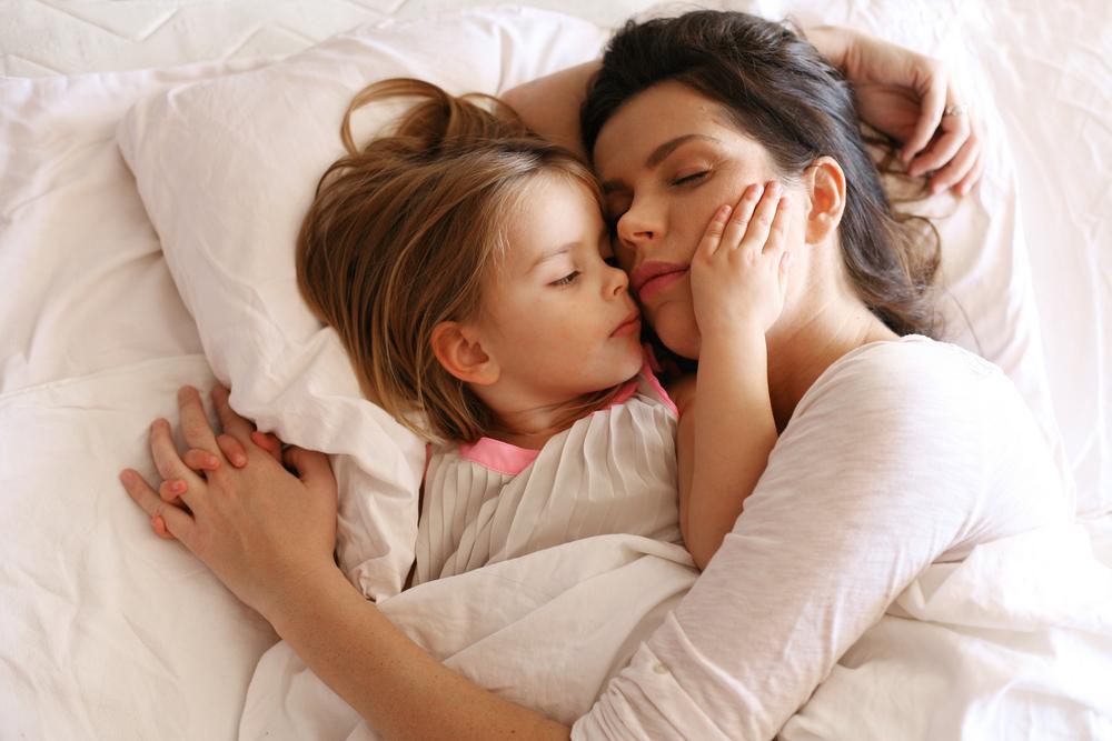 Child-next-to-sleeping-mom