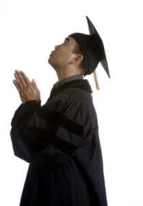 graduating studnet praying