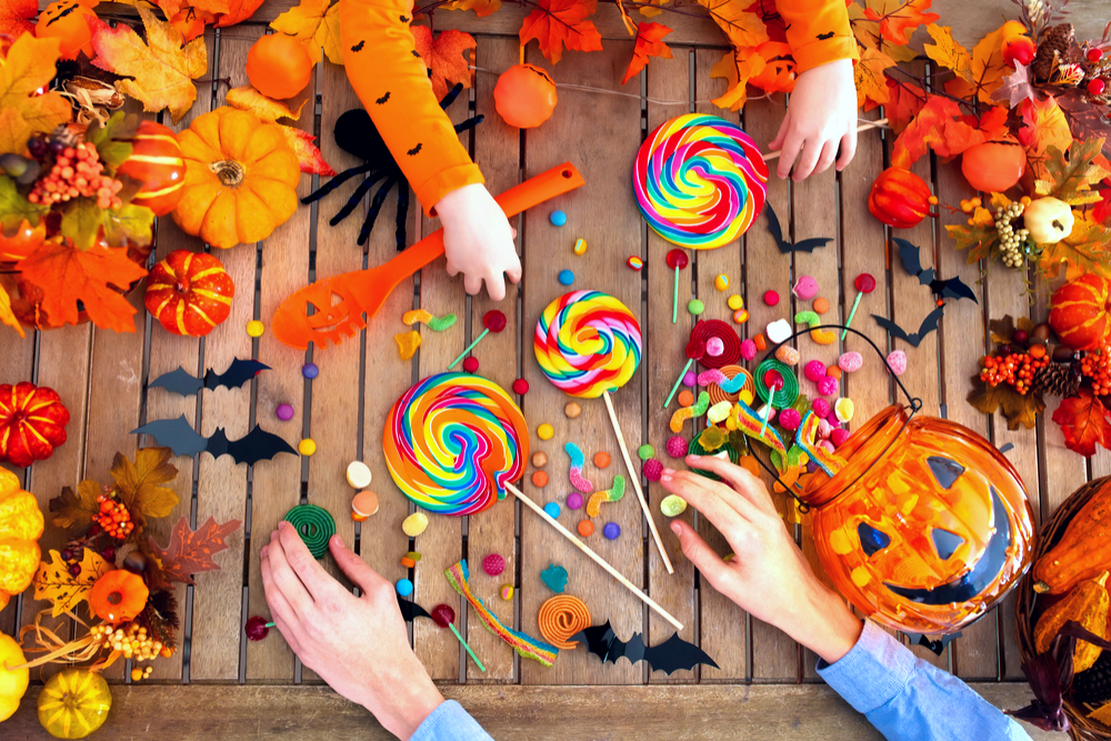 HOW TO HELP YOUR CHILDREN KEEP EATING HEALTHY FROM HALLOWEEN TO NEW YEAR'S