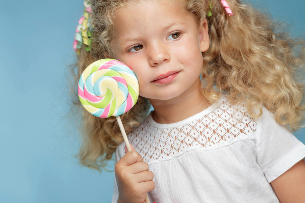 SHOULD YOU LET YOUR KIDS EAT SWEETS? AND OTHER QUESTIONS ABOUT CHILD-REARING PHILOSOPHIES